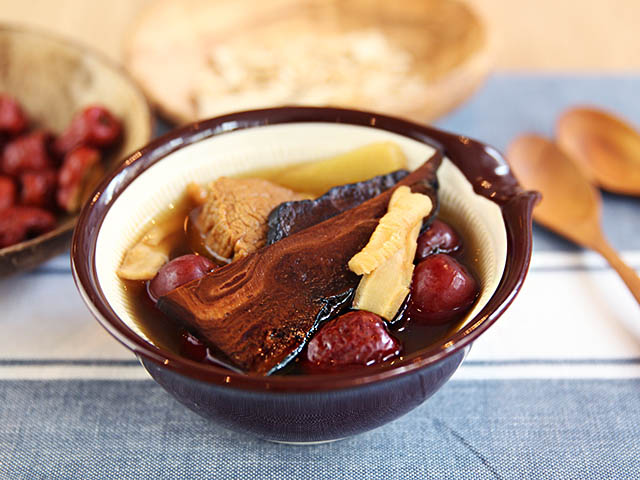 Nấm linh chi nấu canh soup
