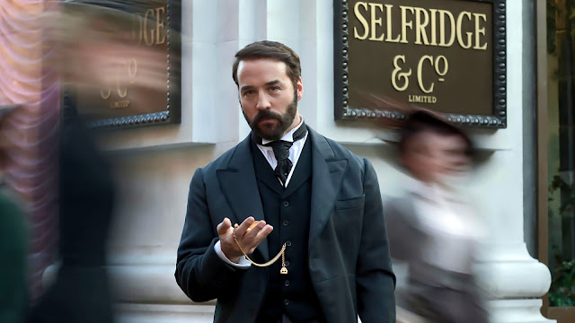 life, challenges and success stories of Mr.Selfridge, owner of the grand Selfridges in England