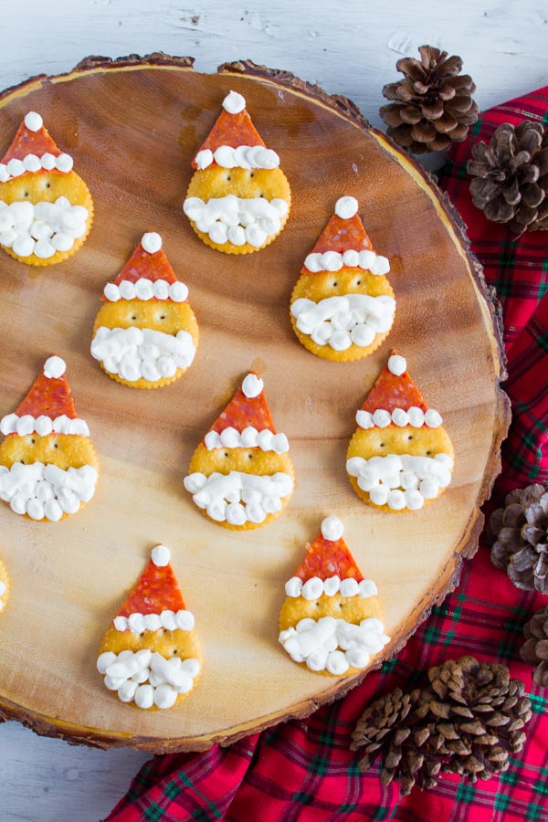 Adorable Santa Crackers!  So fun to make with the kids!  |  mynameissnickerdoodle.com