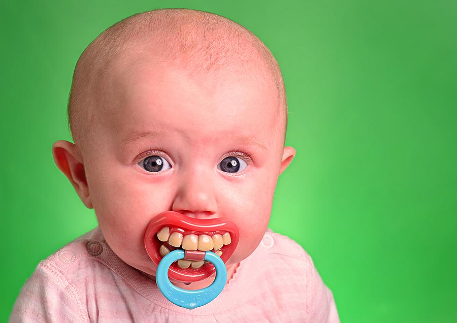¿Duelen los dientes al salir?