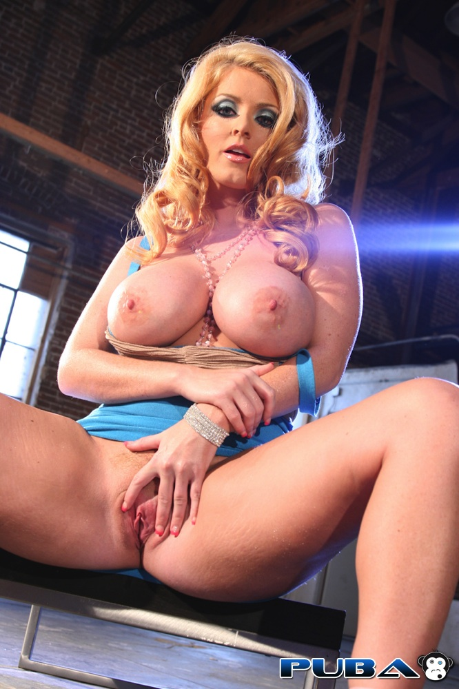 Think, Hot xxx with a striper in a club for