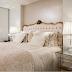 Suíte com decoração clássica e contemporânea e decoração com cores claras!