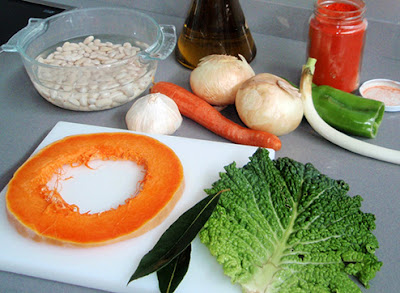 Ingredientes para la elaboración de alubias con verduras