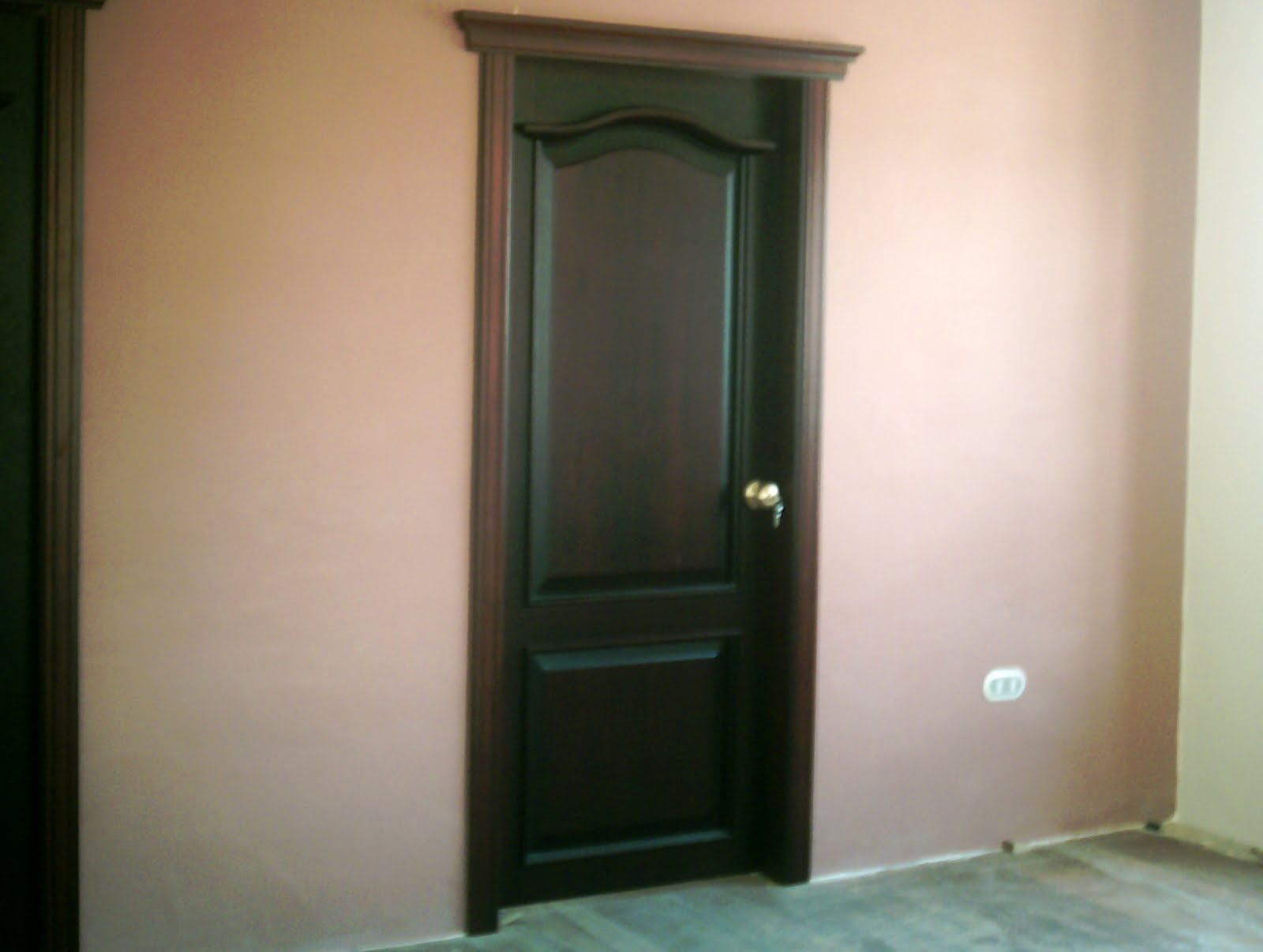 Ideatumobiliario puertas interiores y exteriores para su - Disenos puertas de madera exterior ...