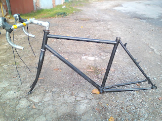 Rebuilding a Retro Raleigh Bicycle in Bulgaria