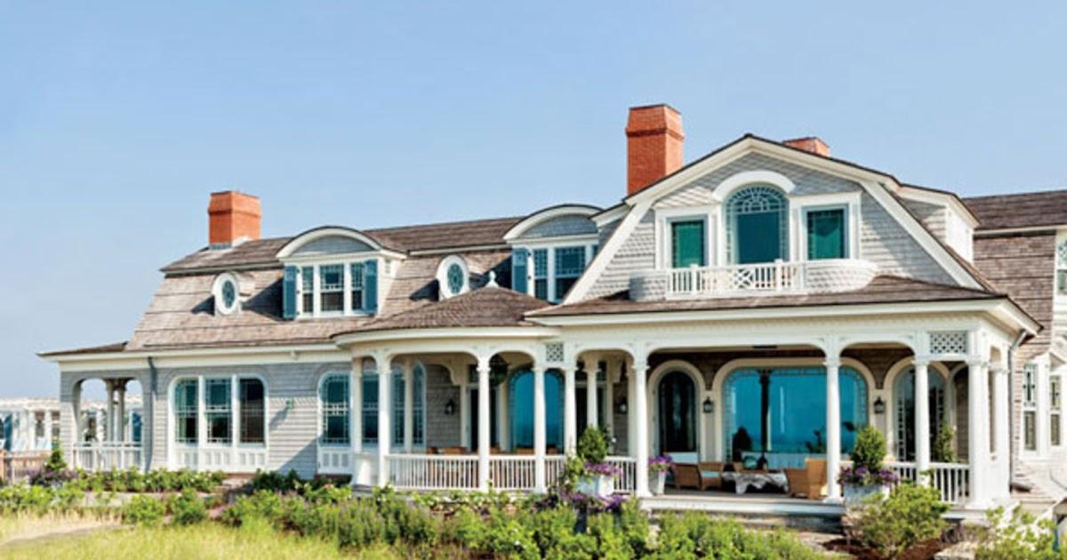 Coastal style classic hamptons blue for Classic beach house interiors