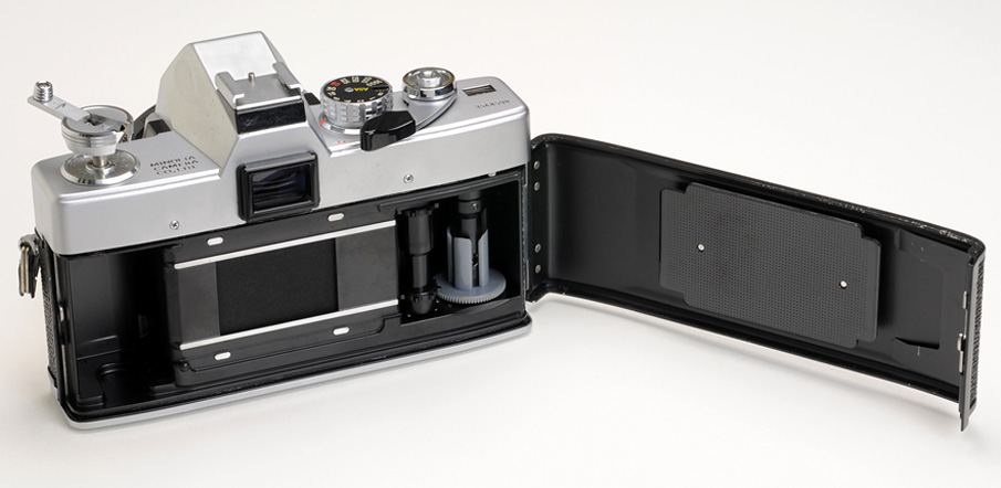 Minolta-SRT101-back-open