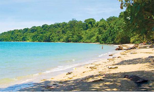 keindahan Pulau Tiga