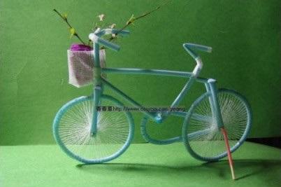 Sepeda mainan dari sedotan bekas
