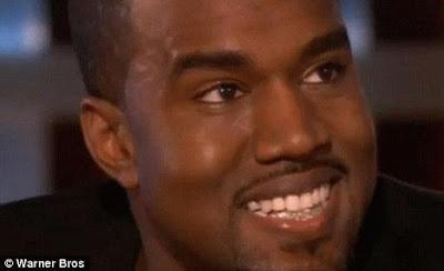 Kanye West khoe hàm răng đính vàng và ki cương