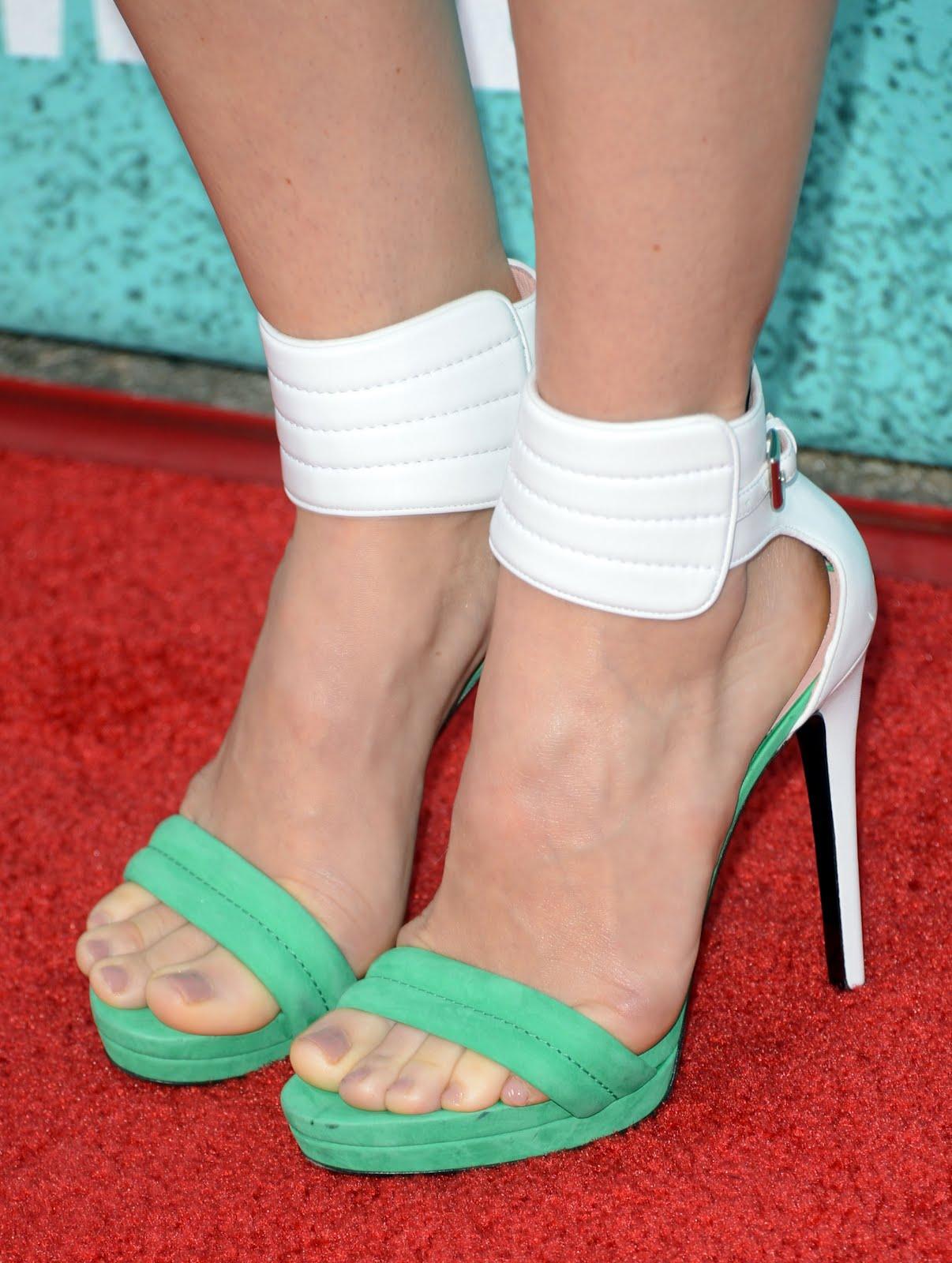 Celebrity Feet: Jessica Biel