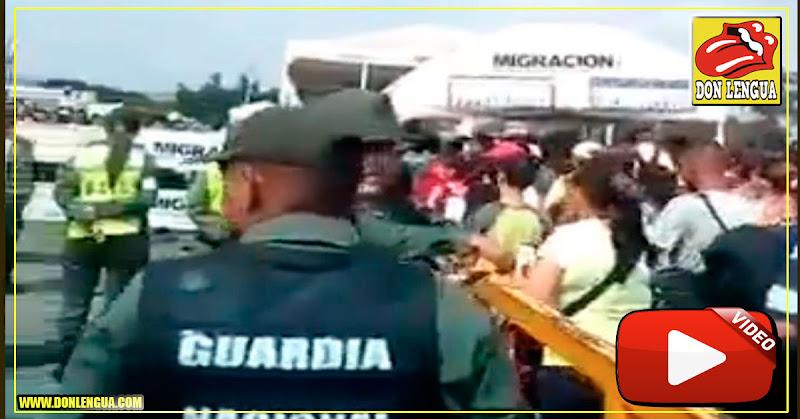 Manifestantes venezolanos en la frontera exigen paso de la Ayuda Humanitaria