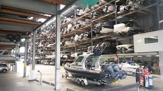 Eine Lagerhalle nur für Motorboote
