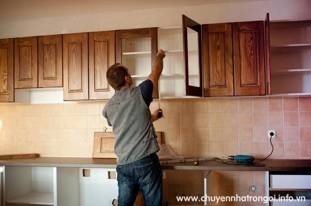 thợ tháo lắp ráp tủ bếp