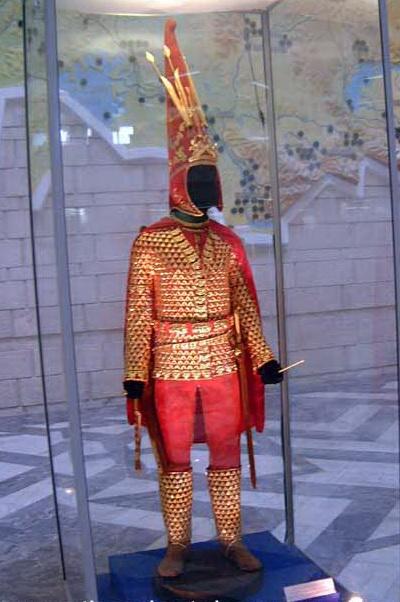 11 Tulisan Kuno yang Belum Terpecahkan Sampai Sekarang 11 Tulisan Kuno yang Belum Terpecahkan Sampai Sekarang golden man