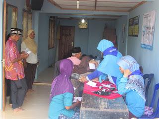 Pelayanan kesehatan baksos Relawan-Mandiri DPU DT Jogja di Blumbang Banjararum Kalibawang Kulonprogo