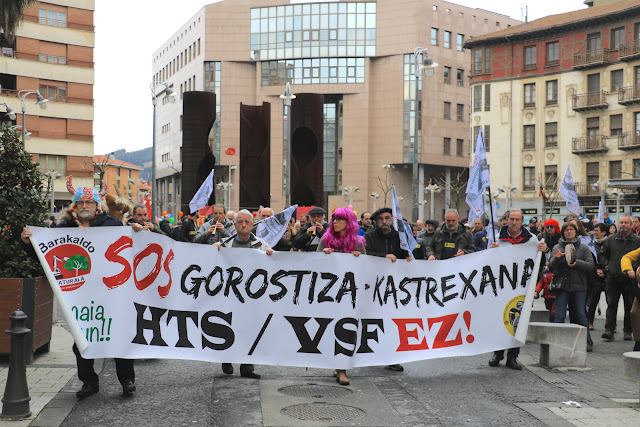 Decenas de personas secundan la marcha contra el proyecto de la Variante Sur Ferroviaria