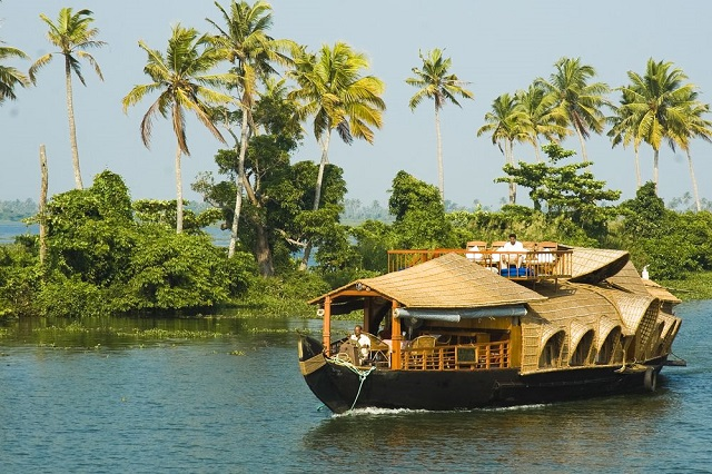 River and backwater cruises
