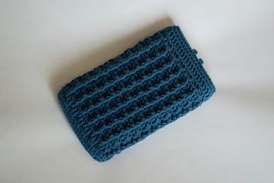 Funda móvil de ganchillo waffle stitch
