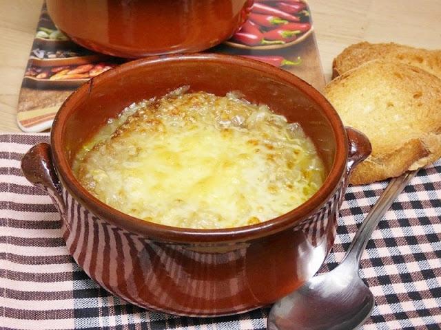 presentacion sopa de cebolla gratinada