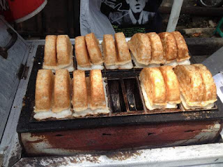 Kue pancong yaitu salah satu makanan tradisional yang cukup populer alasannya yaitu rasanya yang  Resep Kue Pancong Yang Enak