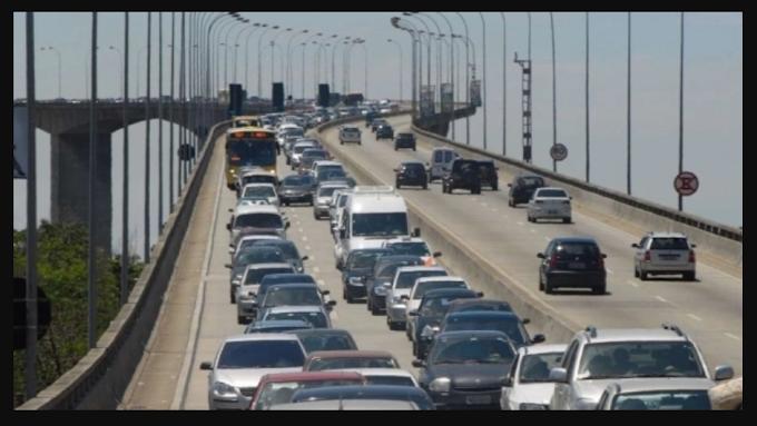 """Com mais faixas na 3ª Ponte, motociclistas não poderão fazer """"corredor""""  """"Não há espaço para o corredor das motos. A moto vai ter que respeitar a faixa dos demais veículos"""", afirmou o secretário Fábio Damasceno"""