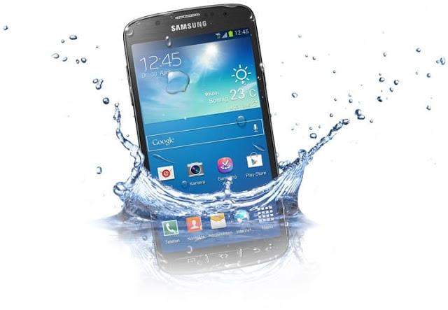 مجموعه من الخطوات الاساسية يجب اتباعها لإنقاذ هاتفك الذى سقط فى الماء
