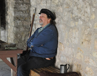 Man in period clothing as an Alamo defender