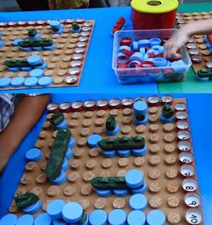 http://manualidadesparaninos.biz/juego-hundir-la-flota-con-materiales-reciclables/