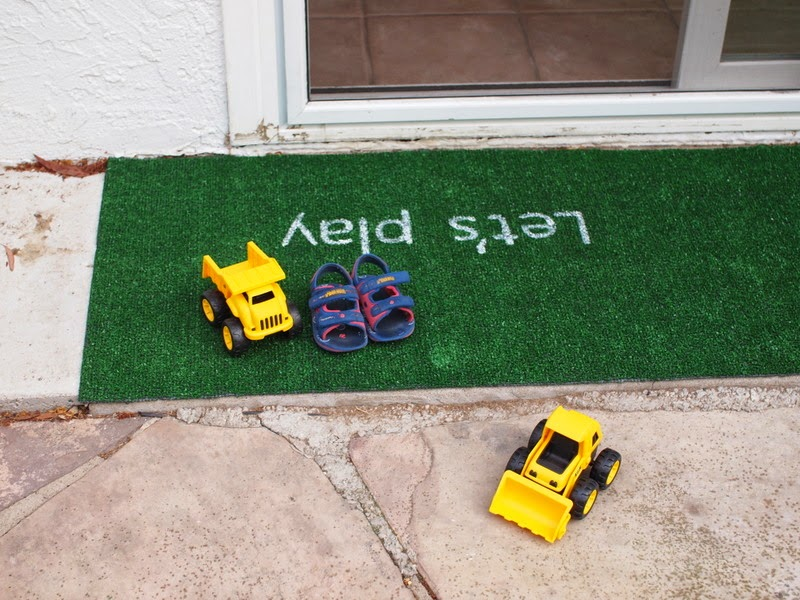 how to paint a DIY Astro Turf Rug