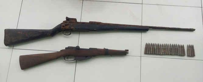 Direktorat Reserse dan Kriminal Khusus (Ditreskrimsus) Polda Maluku menyita dua pucuk senjata api rakitan laras panjang beserta sembilan butir amunisi jenis SS1 dari tangan seorang warga Hitu, Kabupaten Maluku Tengah.
