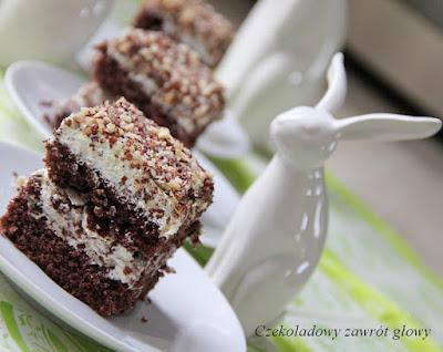 Ciasto kakaowe z kremem waniliowym i prince polo