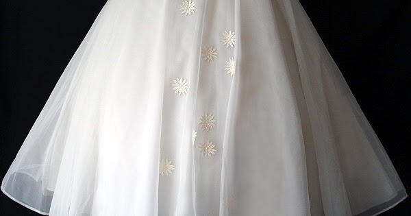 What Are They Wearing Now: Vintage Wedding Dress From The