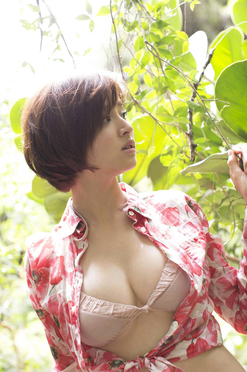 chinami suzuki sexy bikini pics