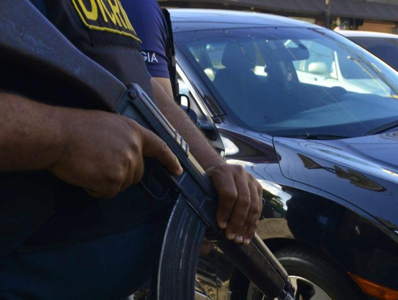 Detienen empleados de Aduanas por fraude en ingreso vehículos