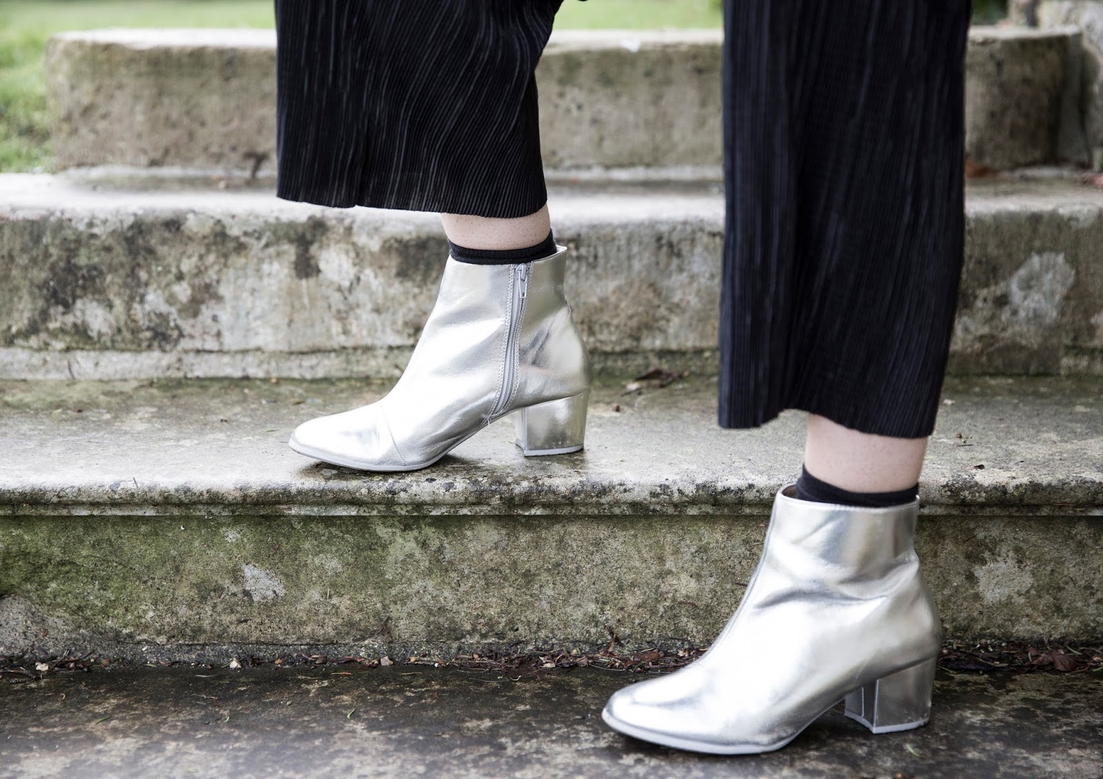 how-to-wear-silver-boots