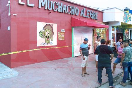 Balean al administrador de un bar de Playa del Carmen. Los agresores huyeron a pie tras perder el equilibrio de la moto que usaron para el ataque