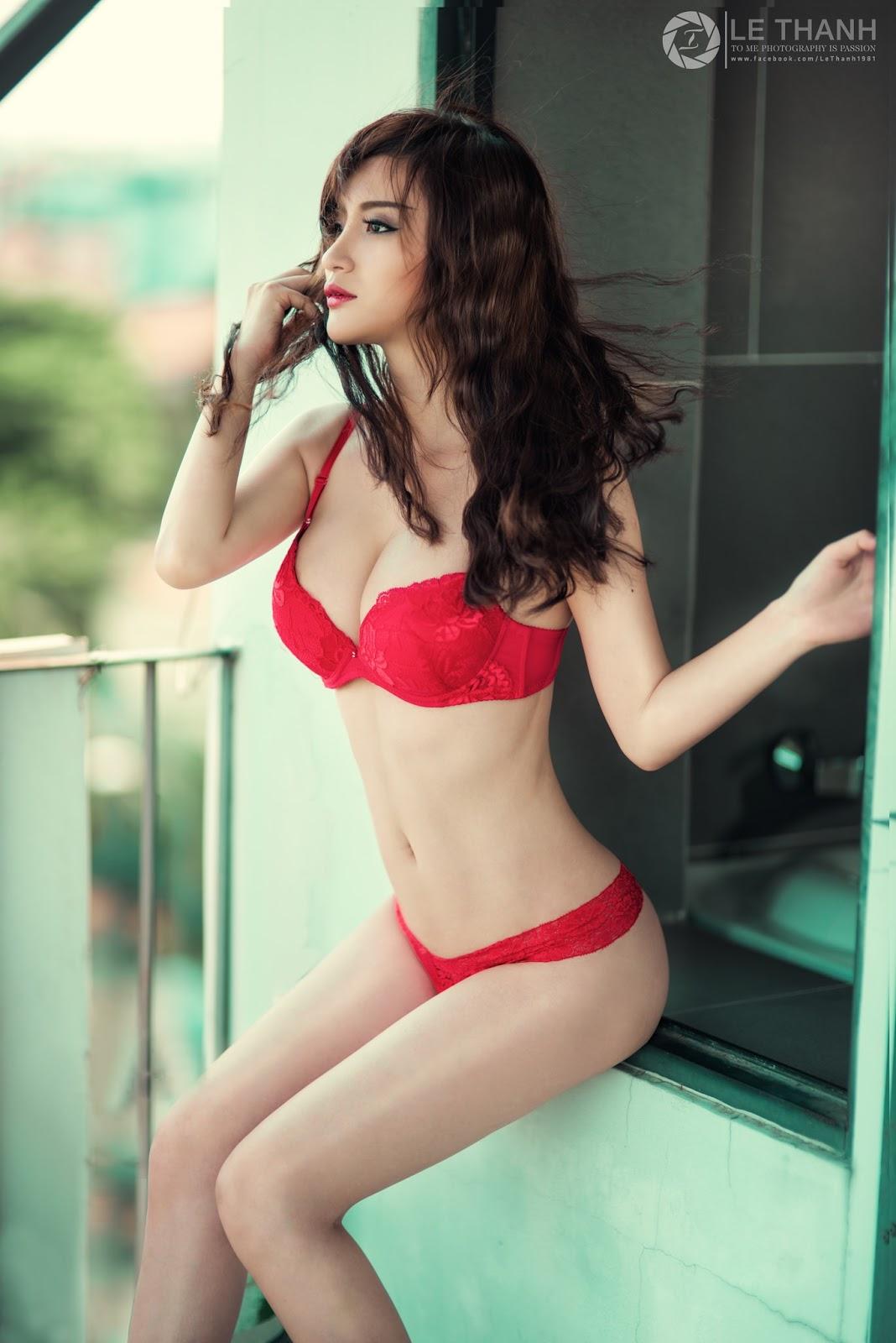 Gái xinh diện bikini đỏ nóng hừng hực
