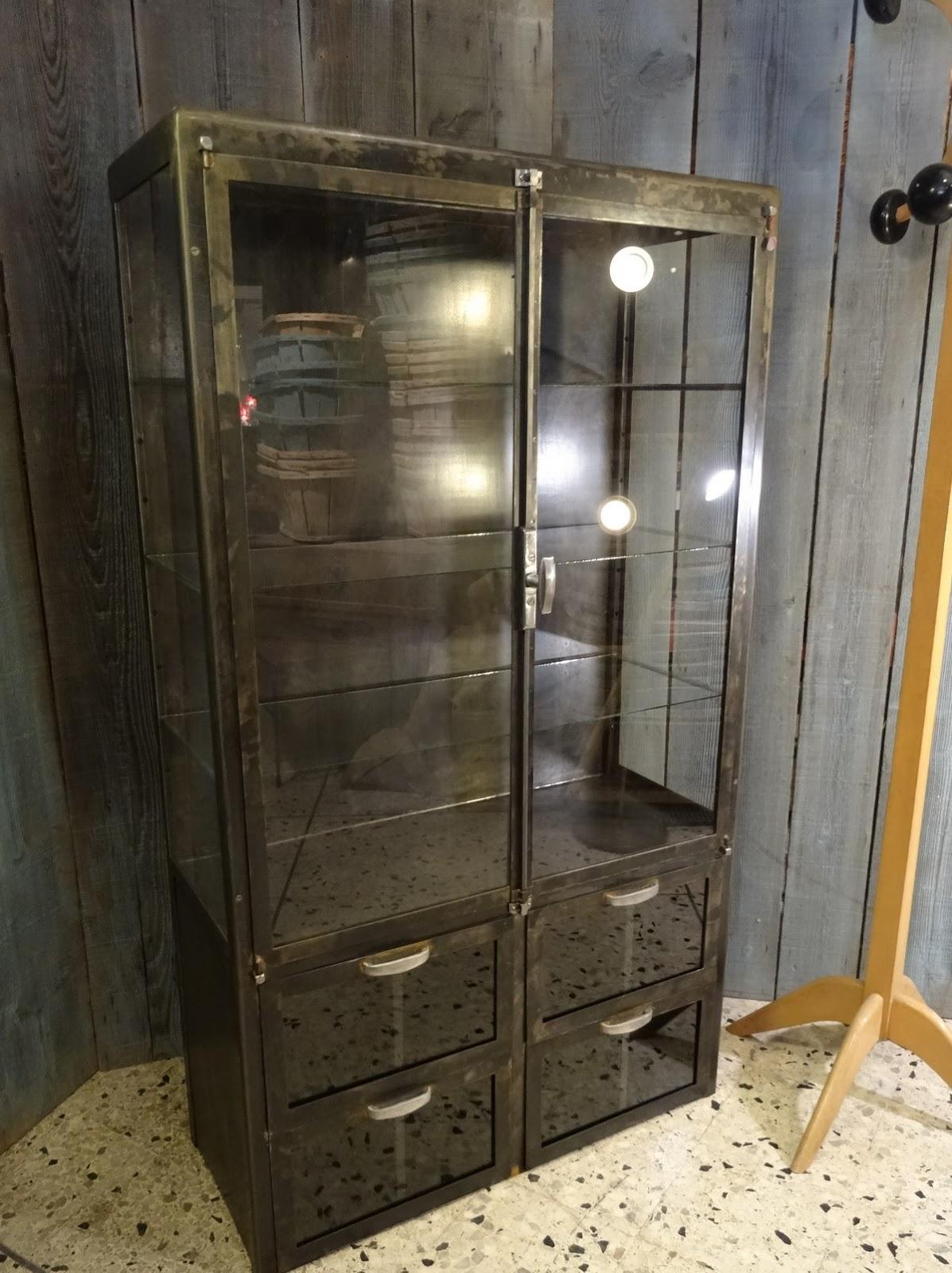 l 39 atelier de philippe vitrine de m decin m tal 4 tiroirs ann es 50. Black Bedroom Furniture Sets. Home Design Ideas