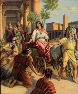Yusuf diberi kemuliaan oleh Allah.