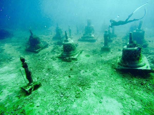 Diving at Buddha Temple