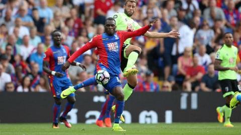 3 pha lập công của Benteke cho Crystal Palace đều là những cú đánh đầu