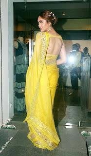Esha Gupta Pos At The Launch Of Sister Neha Gupta s Festive Collection At Atosa 5