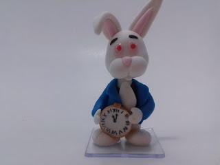 Coelho branco da Alice de biscuit
