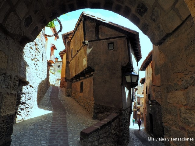 Portal de Molina y la Casa de la Julianeta, Albarracín, Aragón, Teruel
