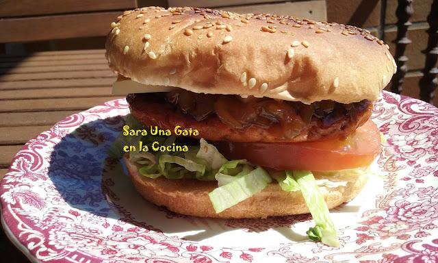 Hamburguesa De Salmón Con Salsa Teriyaki Y Queso Ahumado De Pría