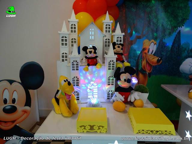 Mesa provençal decorada com o tema Mickey Mouse