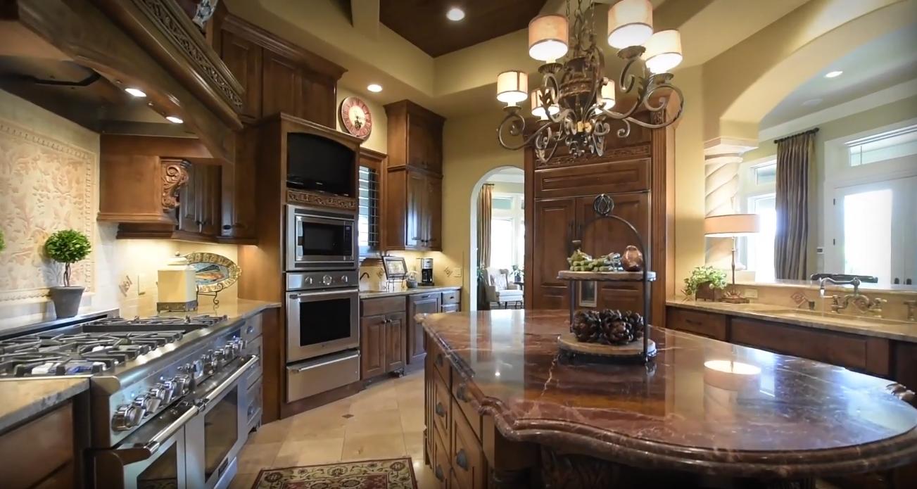 17 Photos vs. Prestigious Barton Creek Home Interior Design Tour