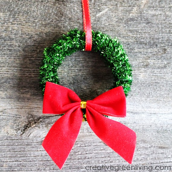 mini Christmas wreath ornaments from dollar store pipe cleaners shower curtain rings