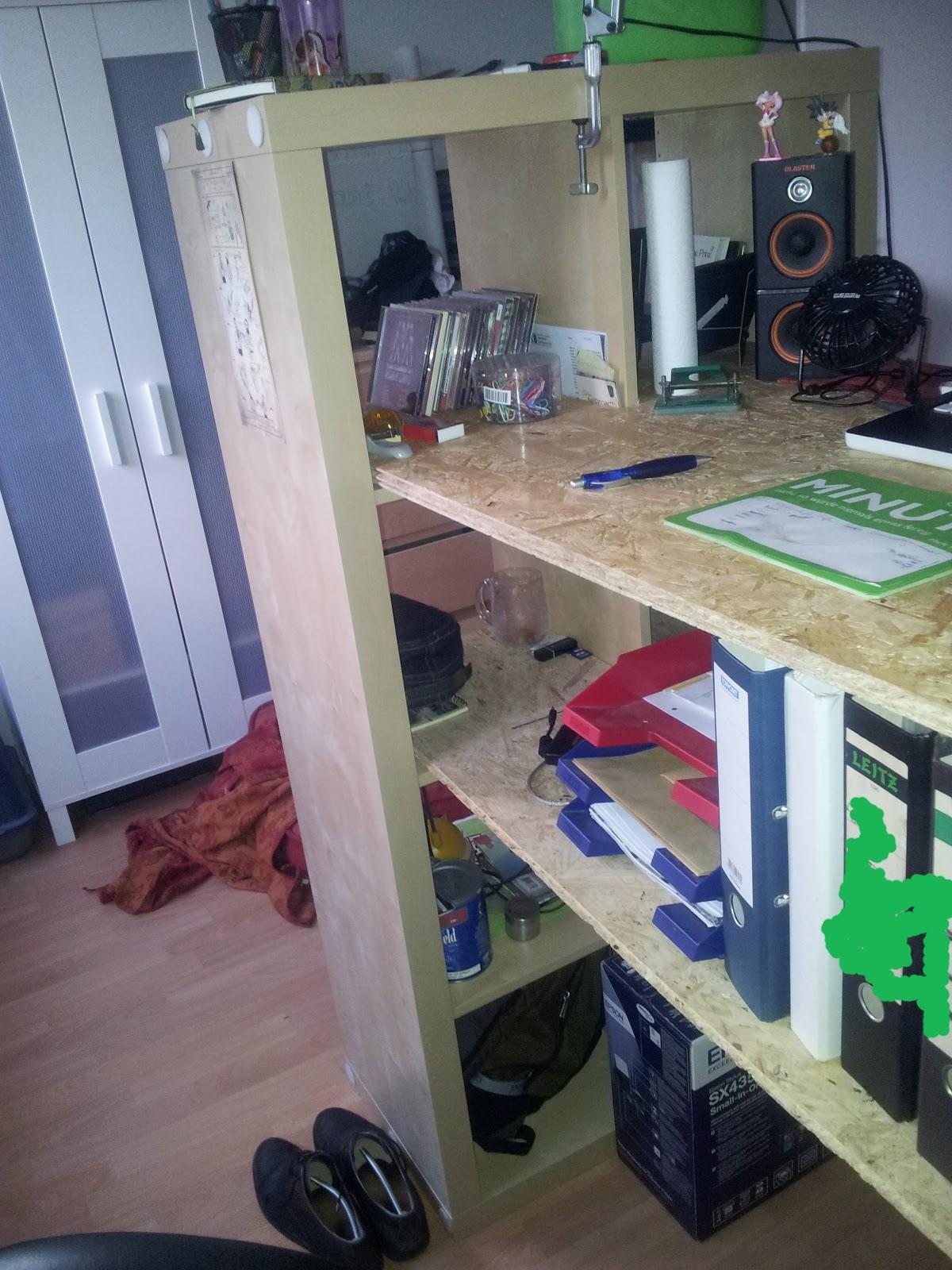 romsy das hirn hinter den popeln tag 32 stehschreibtisch iii. Black Bedroom Furniture Sets. Home Design Ideas